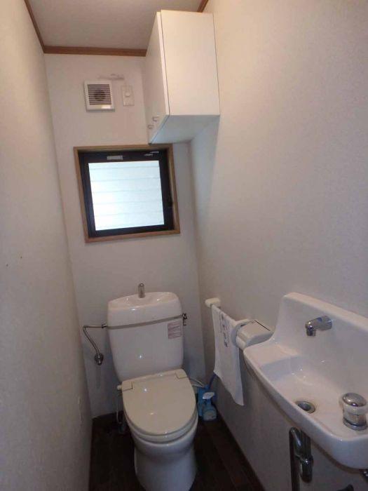 トイレは簡易水洗です