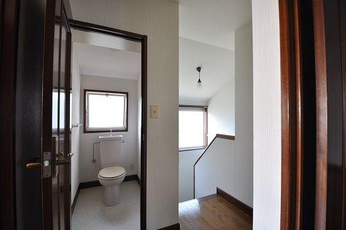 トイレは1階2階にあって便利です