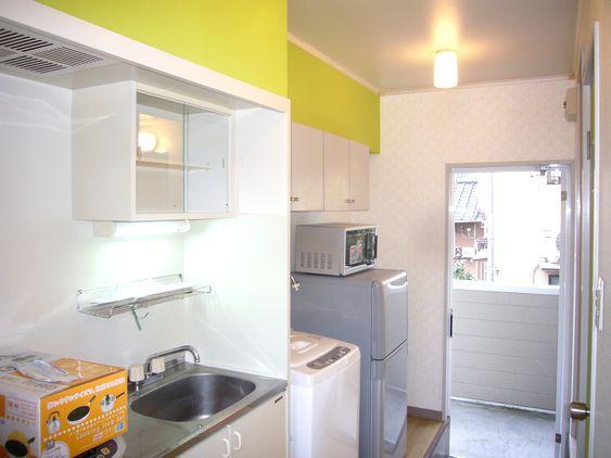 設備は2ドア冷蔵庫・洗濯機、電子レンジ他です。