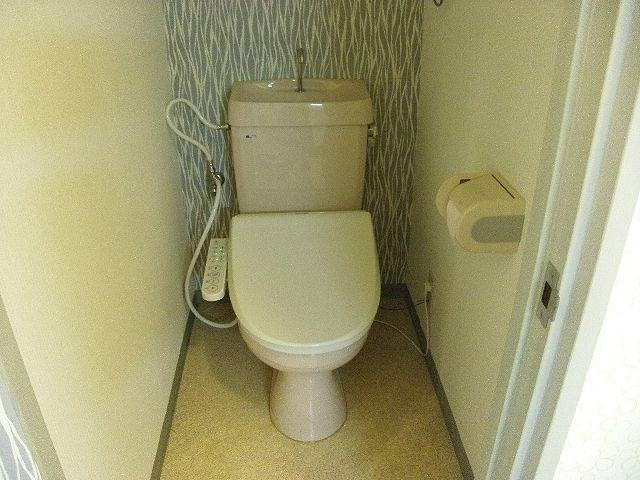 ウォッシュレットとバスルームです。