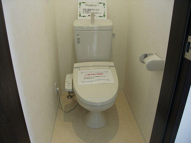 トイレは白くてやさしい空間に。