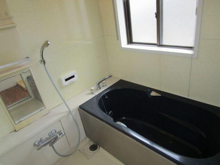 2階の浴室は追い炊き・暖房乾燥機能付きです。
