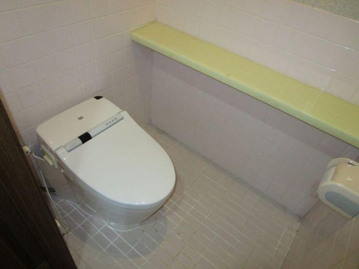3階のタンクレストイレです。