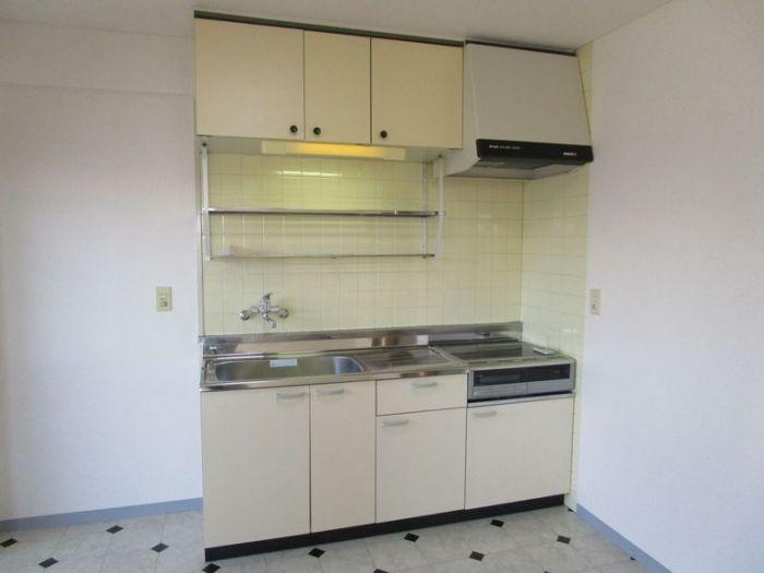 キッチン、コンロはIH調理器です。
