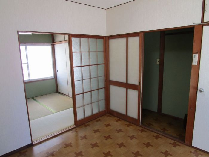 2階:洋室4.5帖。残置エアコン1台付。