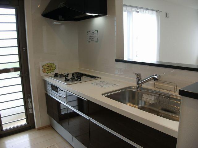キッチンはオプションでIHに変更も可能です。