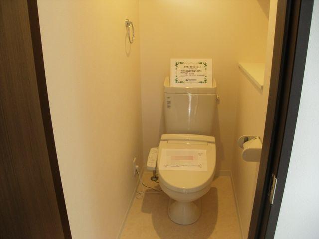 玄関横のトイレです。