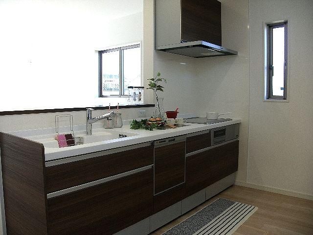 キッチンは広くて設備もばっちり。