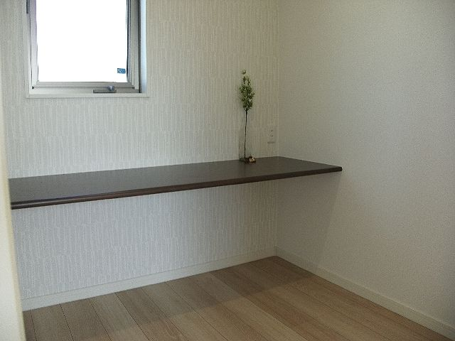 2階洋室の書斎スペース!これが憧れの方も多いはず。