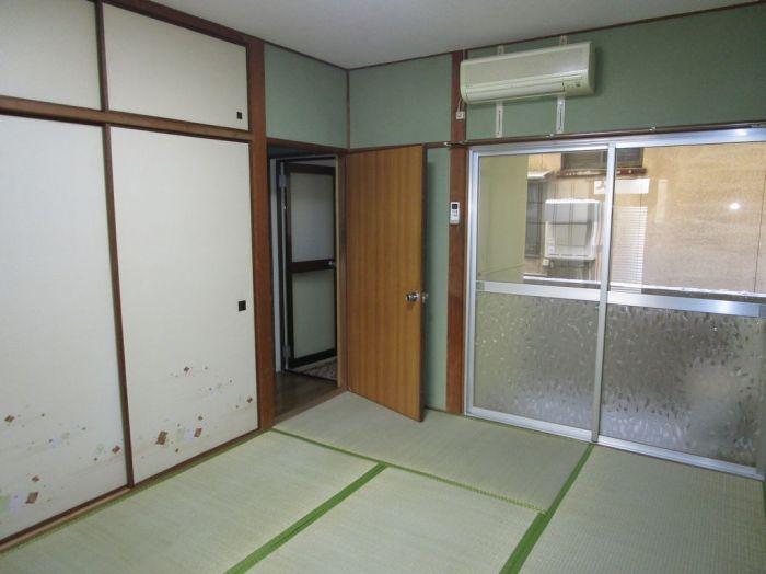 1階:和室6帖。残置エアコン1台付。