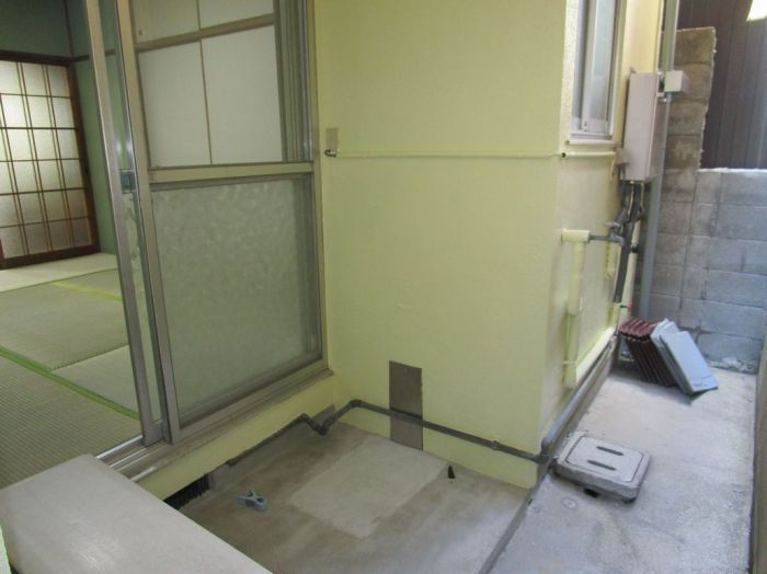 物干しはここで、洗濯機の設置は屋外になります。